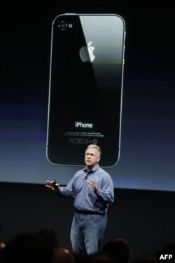 Apple Phil Schiller talks about iPhone 4S during an announcement at Apple headquarters in Cupertino, Calif., Tuesday, Oct. 4, 2011. (AP Photo/Paul Sakuma)