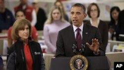 El presidente Obama visitó el Centro de Operaciones contra Desastres, de la Cruz Roja Nacional.