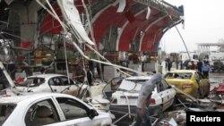محل انفجار روز یکشنبه در مدخل شهر هله