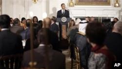 Presiden Barack Obama memberikan pidato saat menjadi tuan rumah dalam acara jamuan buka puasa bersama di Gedung Putih, Jumat malam (10/8).