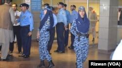 3일 파키스탄 이슬라마드 국제공항에 예멘에서 귀국하는 승객들을 실은 비행기가 도착했다.