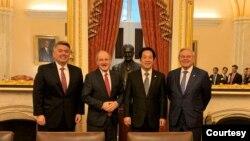 美国参议院外交事务委员会领导层2020年2月4日在国会山与台湾候任副总统赖清德(左三)会面,左起亚太小组主席加德纳、外委会主席里施、资深民主党议员梅嫩德斯(参议院外委会照片)