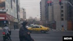 این روزها بسیاری از شهروندان تهران با ماسک در شهر تردد میکنند
