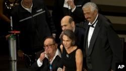 Rubén Aguirre, en la foto atrás a la derecha, junto con otros actores del programa El Chavo del Ocho.