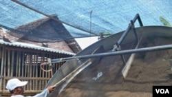 Pemprov Jatim menghibahkan 200 buah granulator kepada petani. (07/10)