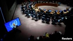 Trưởng phái bộ Liên Hiệp Quốc ở Ghana, ông Anthony Banbury (trên màn hình), phát biểu trước các thành viên của Hội đồng Bảo an Liên Hợp Quốc trong một cuộc họp về cuộc khủng hoảng Ebola tại trụ sở LHQ ở New York, ngày 14/10/2014.
