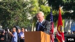 Cựu thượng nghị sĩ Jim Webb phát biểu tại lễ tưởng niệm 81 tử sĩ VNCH tại đền tưởng niệm chiến sĩ Mỹ - Việt ở thành phố Westminster, California, ngày 26/10/2019.