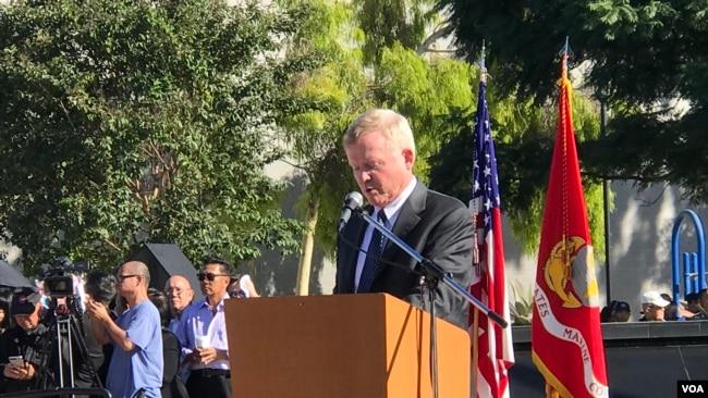 Cựu thượng nghị sĩ Jim Webb phát biểu tại lễ tưởng niệm 81 chiến sĩ VNCH ngày 26/10/2019 tại Westminster, California