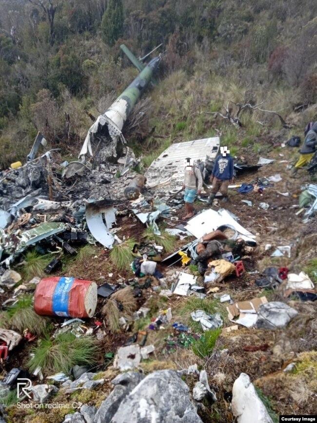 Bangkai helikopter yang diduga MI-17 milik TNI AD yang ditemukan di Pegunungan Bintang, Papua. (Courtesy: TPNPB-OPM)