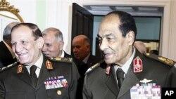 이집트 군부 지도자 모하메드 후세인 탄타위(오른쪽) (자료사진)