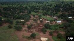 Des maisons brûlés à Bria, en Centrafrique, le 23 août 2018.