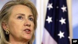 La secretaria de Estado Hillary Clinton anunció una comisión investigadora de los eventos en Bengasi que llevaron a la muerte del embajador Chris Stevens y otros tres funcionarios.