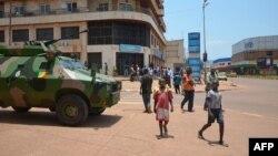 Sebuah kendaraan militer misi penjaga perdamaian Uni Afrika siaga di Bangui, Republik Afrika Tengah (foto: dok).
