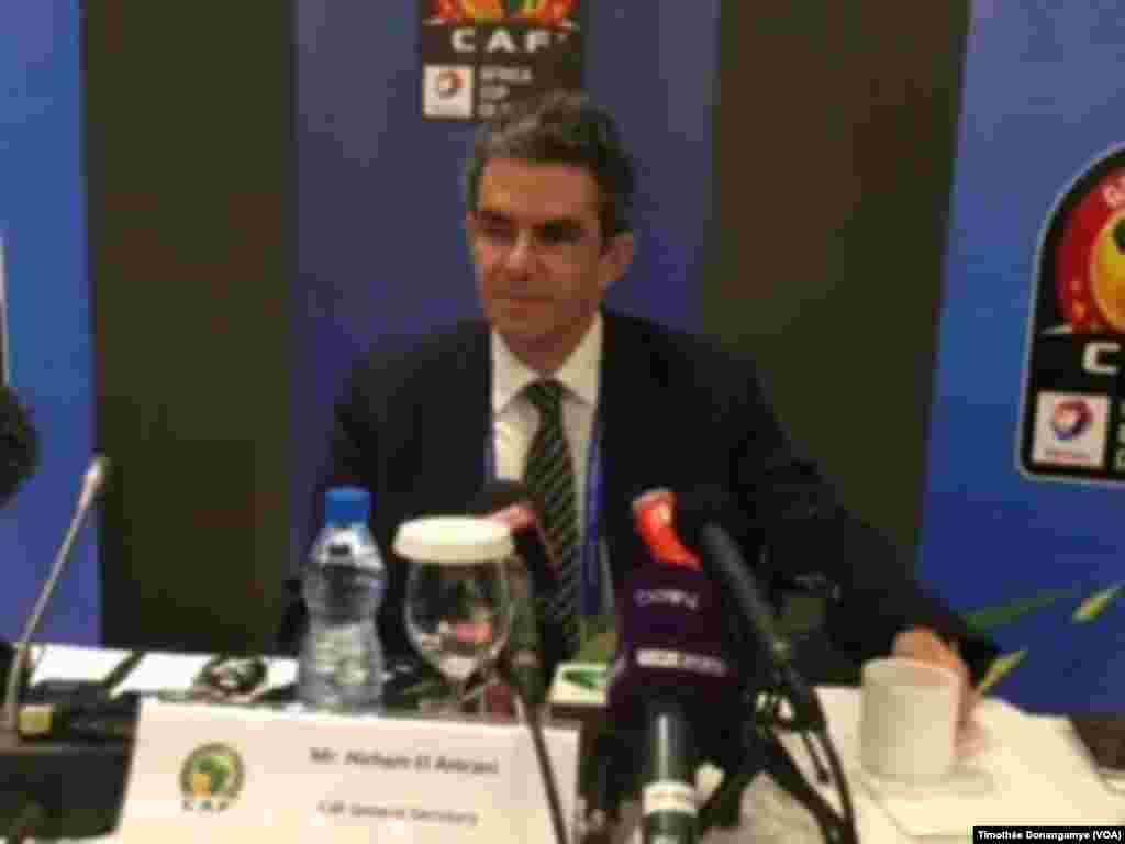 Hicham el amrani, secrétaire général de la Confédération africaine de football (Caf) lors de la conférence de presse, à Libreville, Gabon, 13 janvier 2017. (VOA/Timothée Donangamye)