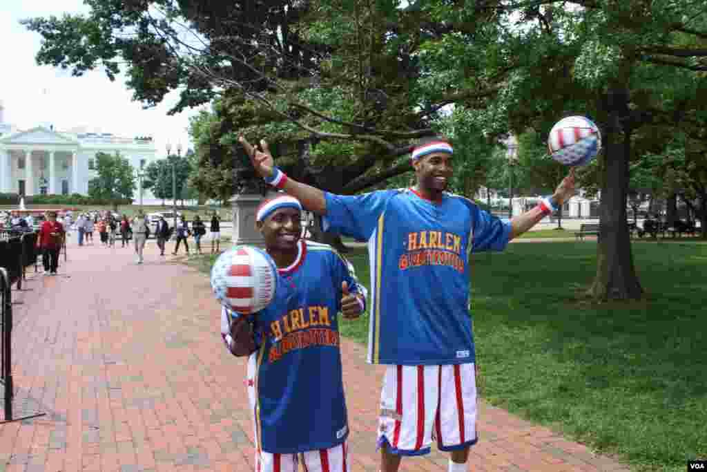 Los mundialmente famosos Harlem Globetrotters pelotas en mano no dejaron de jugar y divertirse a cada uno de sus pasos.