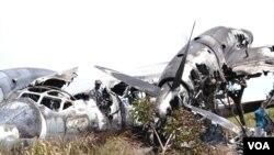 Os restos do Antonov 32 em Malanje