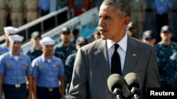 """美国总统奥巴马11月17日在马尼拉参观了美造菲律宾旗舰""""德尔毕拉尔""""号巡逻舰后向记者发表谈话"""