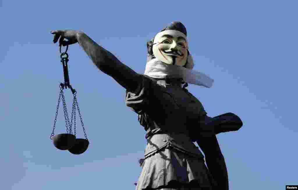 Франкфурт. Статуя првовосудия в маске