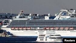 日本橫濱港外鑽石公主號遊輪上的遊客有136人被確診感染了新冠病毒。(2020年2月10日)