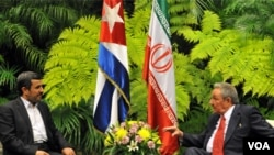 Mahmoud Ahmadinejad mantuvo una reunión con Raúl Castro el miércoles en su tercera escala de su gira por la región que incluyó a Venezuela y Nicaragua.