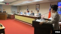 台湾立法院内政委员会6月13号质询的情形(美国之音张永泰拍摄)