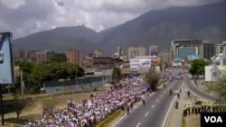 委内瑞拉人游行纪念查韦斯逝世一周年