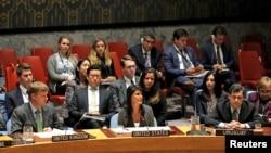 29일 북한의 탄도미사일에 대응하는 안보리 긴급 회의에서 니키 헤일리 미국 대사(가운데)가 발언하고 있다.