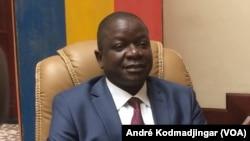 Le chef du gouvernement tente en vain de convaincre pour la deuxième fois les partenaires sociaux à N'Djamena, Tchad, le 12 décembre 2016. (VOA/André Kodmadjingar)