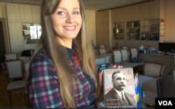 Ольга Сухобокова зі своєю монографією про Никифора Григорієва