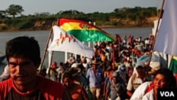 Manifestan yo te ransanble lendi 15 out 2011 la nan vil Amazòn, nan pwovens Trinidad, pou yon mach 600 kilomèt ki pral debouche sou kapital Bolivi a, La Paz.