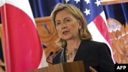 Trong bài diễn văn về chính sách, Ngoại trưởng Clinton nhấn mạnh rằng sự hiện diện quân sự mạnh mẽ của Hoa Kỳ là yếu tố quan trọng của đường lối giao tiếp của Hoa Kỳ trong khu vực châu Á-Thái bình dương