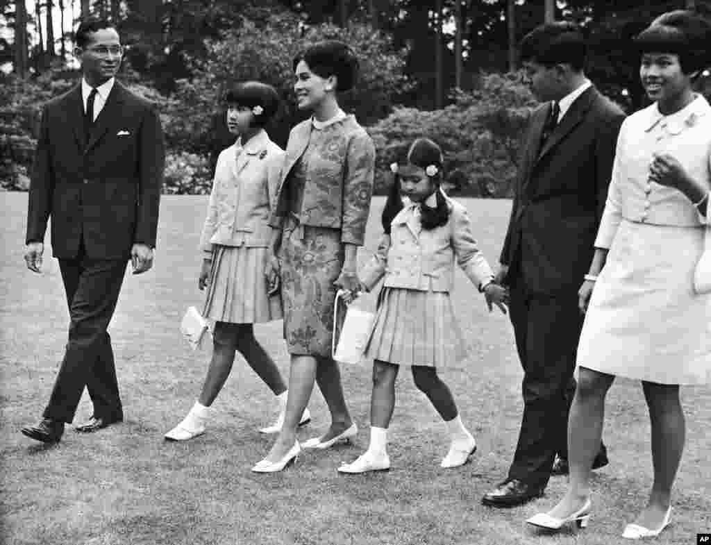 The Thi royal family walks through the garden of their residence at Sunninghill, Berkshire, United Kingdom where they are staying during their private visit to Britain, July 27, 1966.