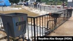 Pour la reprise des cours, des lave-mains ont été installé par le Centre des Œuvres Universitaires de Dakar, au Sénégal, le 2 septembre 2020. (VOA/Seydina Aba Gueye)