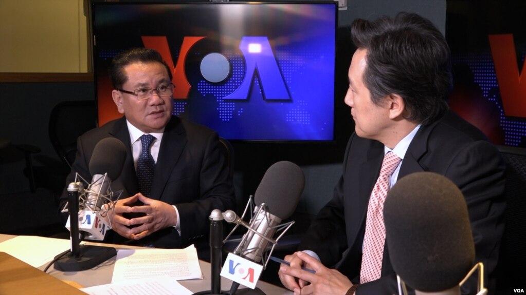 전 북한 39호실 고위관리 리정호 씨가 VOA와 인터뷰하고 있다.