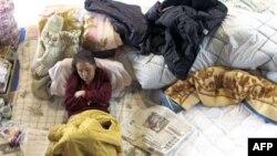 Gradjani još uvek smešteni u skloništima još od potresa 11. marta, dok je Japan danas pogodio novi snažni zemljotres