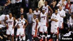 Ningún equipo ha superado una desventaja de 3-1 en las finales de la NBA, y por la forma en que el Heat ha jugado en los dos últimos juegos es difícil de imaginar que serán los primeros en hacerlo.