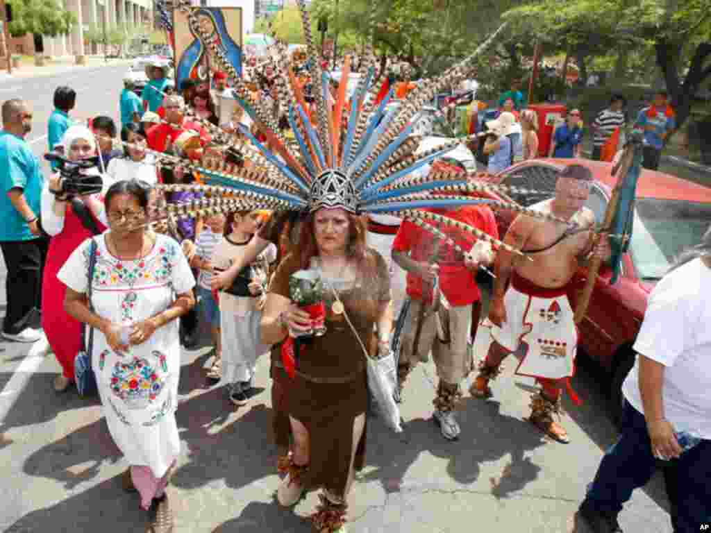Immigrant rights protesters march to the Arizona Capitol on April 23, 2011 to mark the first anniversary of the passage of some of the broadest and strictest anti-immigration legislation in the United States. (AP)