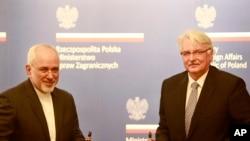 유럽 순방에 나선 무함마드 자바드 자리프 이란 외무장관(왼쪽)이 지난달 29일 폴란드 바르샤바에서 비톨트 바슈치코프스키 폴란드 외무장관과 회동했다.