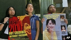 Members of the Hong Kong Coalition for a Free Burma hold posters of Burma's detained opposition leader, Aung San Suu Kyi, during a demonstration in commemoration of the third anniversary of the Saffron Revolution, in Hong Kong, 27 Sep 2010