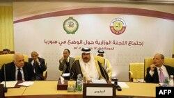 Katar Başbakanı Şeyh Cessim bin Cessim el-Thani (ortada) Doha'daki Arap Birliği toplantısında