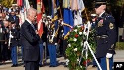 Джо Байден перед ветеранами с традиционной речью на Арлингтонском национальном кладбище