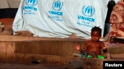 Un enfant se baignant au Mali (Reuters)