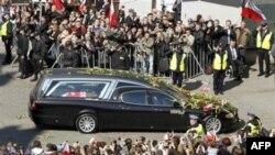 Polonia thotë se Rusia po pengon hetimet e rrëzimit të aeroplanit me presidentin Kaczynski