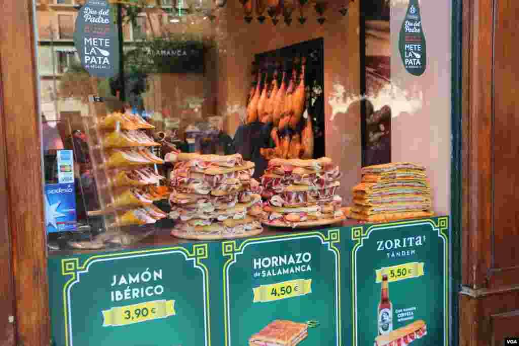 این ساندویچ ها با گوشت خوک درست می شود. اگر در والنسیا سفارش گوشت خوک بدهید، چند اسم از شما می پرسند، هر نوع برش گوشت خوک، یک اسم دارد.