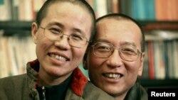 劉曉波的家人2010年10月發布的照片顯示劉曉波和妻子劉霞