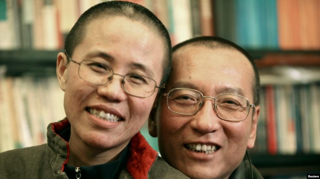 劉曉波的家人2010年10月發布的照片顯示劉曉波和妻子劉霞。