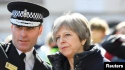 英國首相3月15日視察前俄羅斯間諜遇襲地點(路透社)