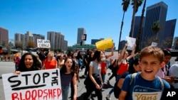 미국 엘에이에서 총기규제 강화 시위를 벌이는 학생들 (자료사진)