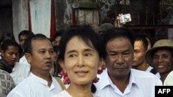 Lệnh cho khoảng 80 bệnh nhân HIV và nhân viên phải rời một trung tâm chăm sóc y tế ở Rangoon được đưa ra 1 ngày sau khi bà Aung San Suu Kyi tới thăm trạm xá này