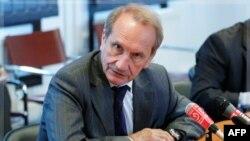 Bộ trưởng Quốc phòng Pháp Gerard Longuet phát biểu tại Brussels, ngày 6/10/2011